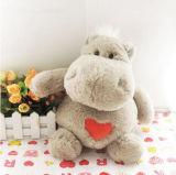 Brinquedos de pelúcia com hipopótamos para crianças