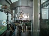 Les boissons gazeuses (boissons) peut de couture de remplissage de la machine pour la mise en conserve la ligne