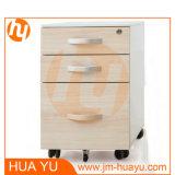 Cabinete de archivo de la oficina con el frente de madera del cajón