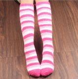 Alti calzini del Rainbow del ginocchio sfocato a strisce unisex molle di Microfiber