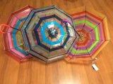 ترويجيّ شفّافة يطوي مظلة