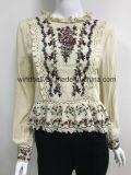 Связанный пуловер ткани для женщин с вязанием крючком и специальной вышивкой