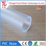 Leite transparentes ou cerveja transmitindo uma camada de borracha de PVC