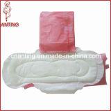 Respirant à bas prix Prix d'usine les femmes de serviettes sanitaires