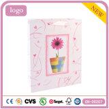 Bolsa de papel revestida del regalo del arte de la manera del color de rosa del modelo de flor