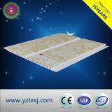 Types de panneau de plafond en bois de PVC de modèle d'estampille chaude du plafond suspendu 25cm au loin