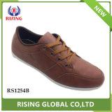 競争価格の軽量の偶然靴PUは人の靴をひもで締める