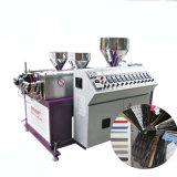 Três cores rotim plástico fazendo a máquina