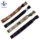 La nuova fabbricazione di disegno personalizza il Wristband dei tessuti di festival
