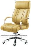 革が付いているクロムアーム金属のオフィスの主任の椅子は直面した