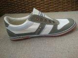 ゴムの耐久の通気性の古典的な形成されたズック靴