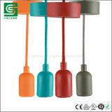 Plafond die de Kleurrijke E27 Plastic Lamp van de Tegenhanger met de Kabel van de Stof aansteken
