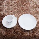 Tazza e piattino di ceramica occidentali dell'insieme di pranzo