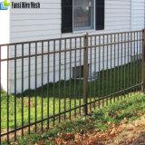 粉の上塗を施してある専門の平屋建家屋の錬鉄の塀