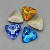 삼각형 모양 Ab 색깔 수정같은 점 뒤 공상 돌