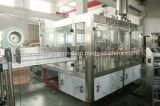Relleno en caliente del zumo de fruta y maquinaria que capsula
