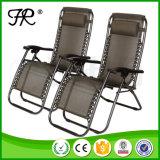 横たわる日曜日の折りたたみ椅子の不精な海水浴の椅子