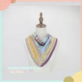 2017枚の100%絹の美しいアートワークのスカーフ