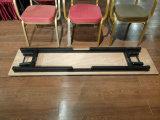 合板の上のメタル・ベース折りたたみ長方形表の長い表