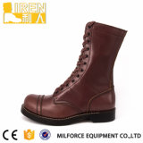 ブラウンカラー軍の戦闘用ブーツ