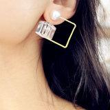 2 boucles d'oreille blanches acryliques de goujon de perle de cube en couleurs
