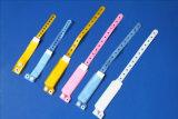 使い捨て可能なI.D。 ブレスレットDisposable I.D BandかIdentification Bracelets