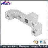 Части машинного оборудования металла запасного алюминия автомобиля подвергая механической обработке центральные