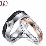 愛ペアは人および女性のためのカップルの宝石類のリングの結婚指輪の宝石類を鳴らす