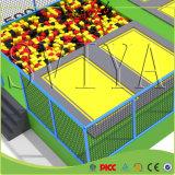 O campo de jogos da estrutura expande o divertimento do Trampoline do treinamento com poço da espuma