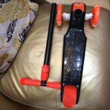 PUのバランスに運動させる点滅の車輪の赤ん坊のスクーター