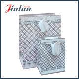 Firmenzeichen gedruckten Großverkauf-Mattlaminierung-preiswerten Papiergeschenk-Beutel anpassen