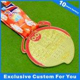 Il metallo della medaglia di calcio mette in mostra le medaglie con il marchio del cliente e del nastro