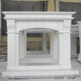 Bordi artificiali bianchi dei camini di pietra di disegno moderno
