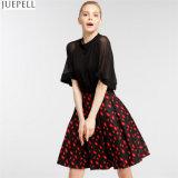 La taille élevée de femmes neuves d'automne borde la marque dans le tempérament de l'Europe et de l'Amérique mis sur une grande jupe florale un tutu de mot