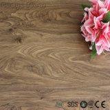 Autoadhésives Glue-Free et bois motif carreaux de revêtement de sol en vinyle PVC