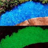 정원 훈장을%s 어두운 돌에 있는 빛을내는 작은 돌 놀