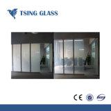 يقسم زجاج يليّن زجاج لأنّ بناية