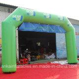 Arco inflável ao ar livre da porta da raça para o revestimento do começo do evento da maratona