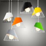 Innenbeleuchtung für die Dekoration, die hängende Lampe hängt