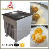 アイスクリームロールを作るための鍋のアイスクリーム機械