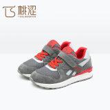 Los zapatos más nuevos de los deportes de las muchachas de los muchachos del cuero de la manera de los niños rojos