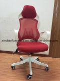 مدير ملاكة يستعمل شبكة كرسي تثبيت لأنّ مكتب اجتماع مؤتمر