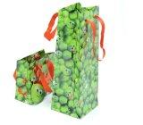 Mini et de la petite bouteille de vin vert brillant du papier cadeau un sac de shopping