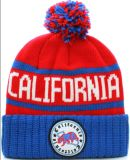 上の球のカスタム帽子の帽子が付いているカスタムパッチの冬の帽子の帽子