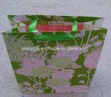 Folha dourada que carimba os sacos de papel do presente do logotipo