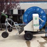 Sistema de irrigação do carreto de mangueira para regar a terra da fazenda