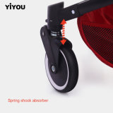 [ييوو] يطوي طفلة مظلة [سترولّر] في فصل صيف
