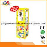 La mini griffe de petit jouet de peluche joue la machine d'arcade de jouet de vente de jeu