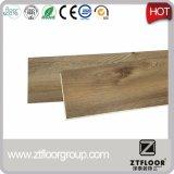 Diseño simple del color para el suelo del PVC de WPC con el sistema del tecleo