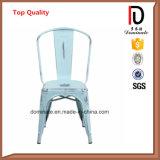 El apilamiento de Antigüedades de buena calidad, cómodas sillas de jardín